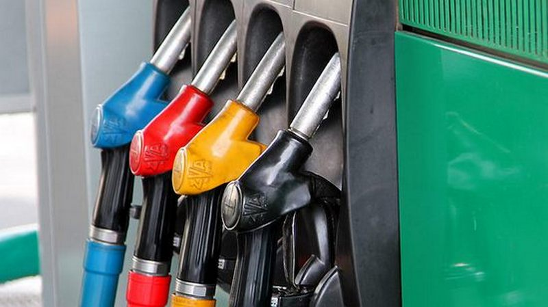 Нафтовловлювачі у дощовій каналізації на автозаправках
